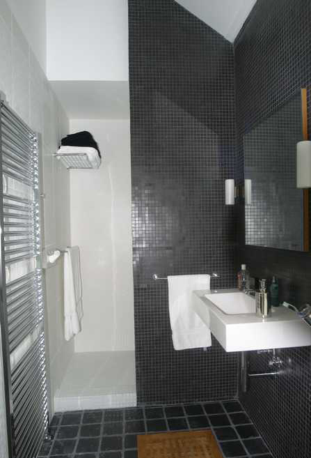 mosaique dans une salle de douche. Black Bedroom Furniture Sets. Home Design Ideas
