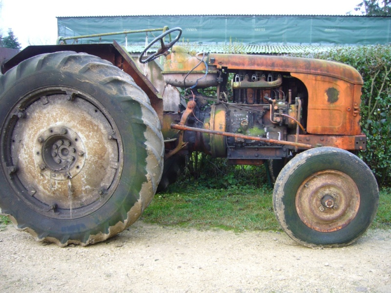 vends pi ces de tracteur renault d35. Black Bedroom Furniture Sets. Home Design Ideas