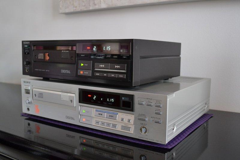 lecteur cd sony cdp 111. Black Bedroom Furniture Sets. Home Design Ideas