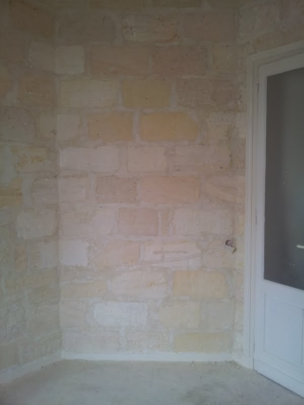 R nover un mur en pierre apparente avec joint ciment for Renover un mur interieur