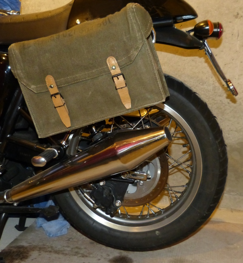 sacoche moto triumph id e d 39 image de moto. Black Bedroom Furniture Sets. Home Design Ideas