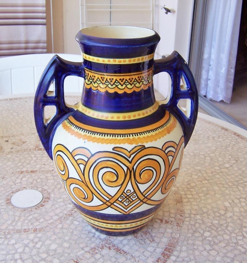 vase sign henriot quimper mais je doute. Black Bedroom Furniture Sets. Home Design Ideas